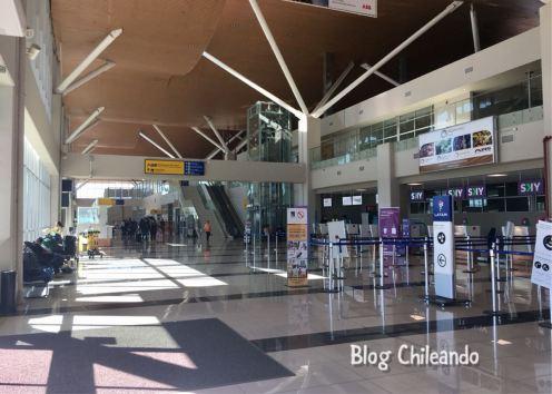 Saguão do aeroporto de Calama