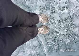Andando sob a lagoa congelada