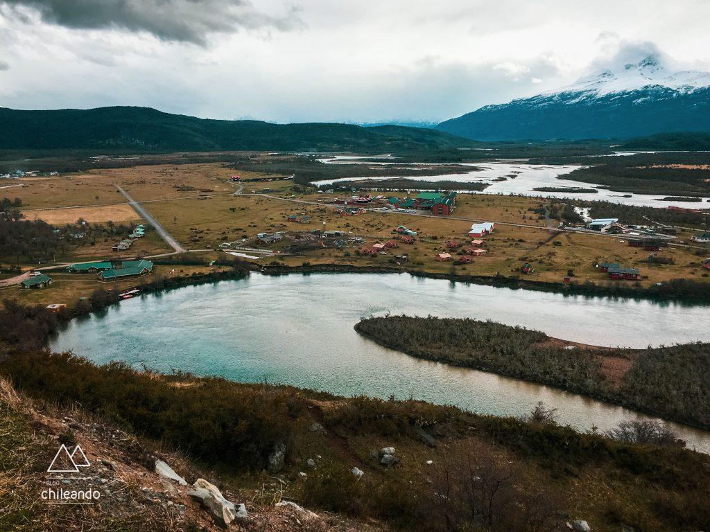 Acomodações à beira do rio Serrano