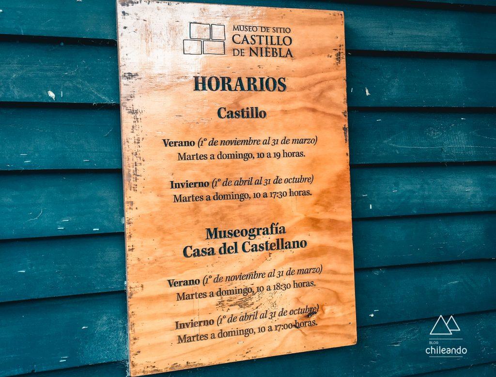 Placa informativa sobre o Museu Castillo de Niebla