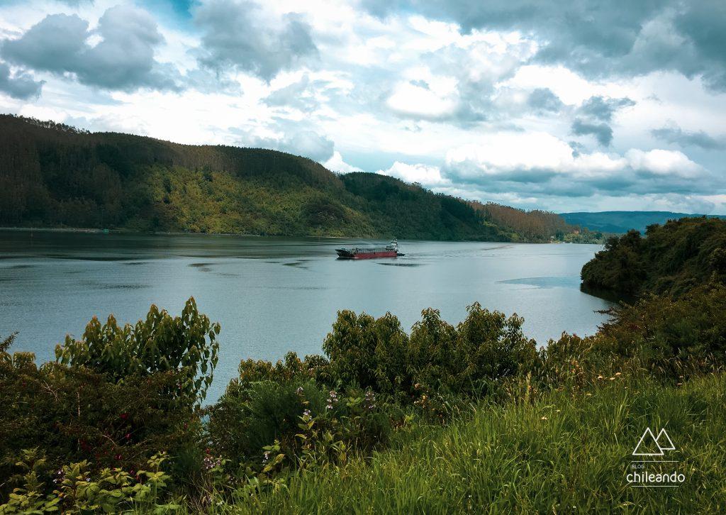 O rio Valdivia é um dos poucos navegáveis do Chile e desemboca no Pacífico