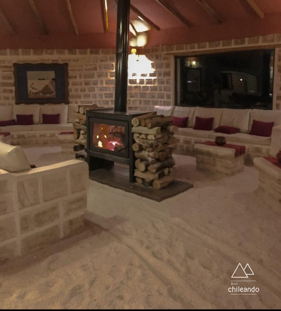 Chão e paredes de sal no hotel Luna Salada