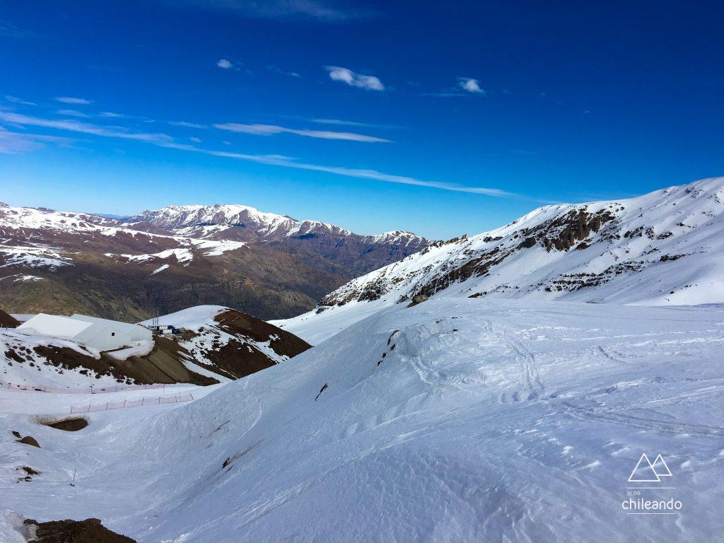 Paisagens lindas de montanha no Valle Nevado