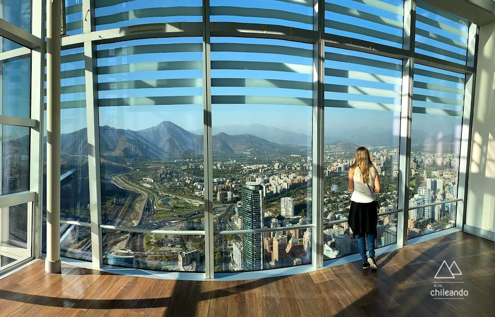 Santiago tem vistas lindas da Cordilheira