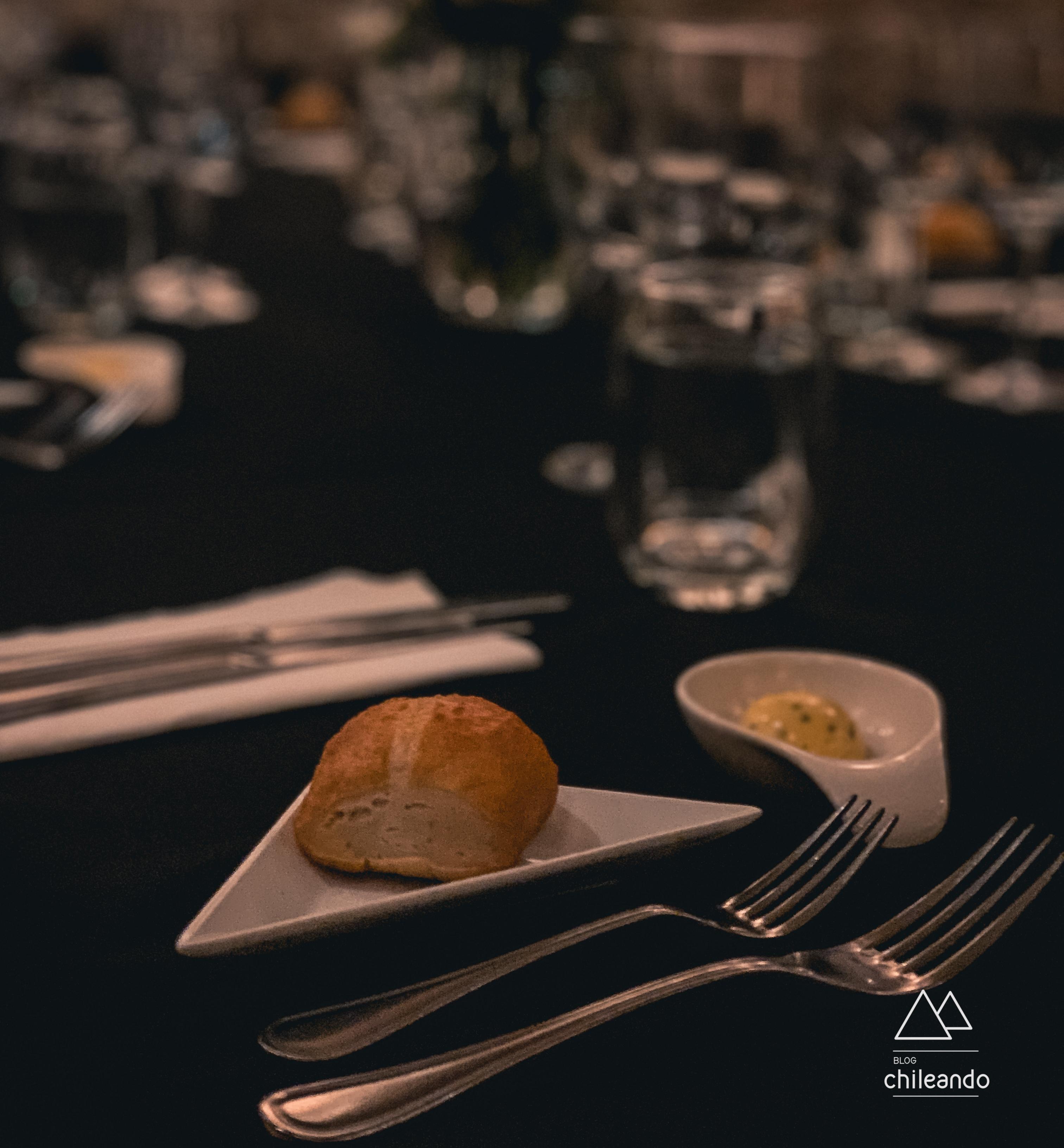 Utensílios do jantar no escuro em Santiago