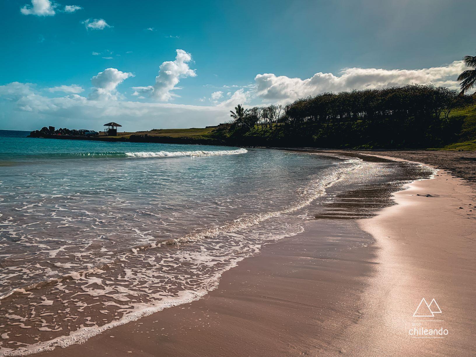 Anakena é o local da ilha onde é possível tomar banho de mar