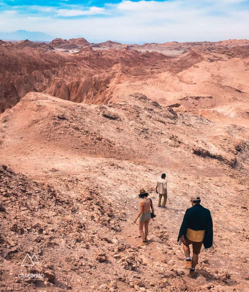 Caminhada na cordilheira de sal, no Atacama
