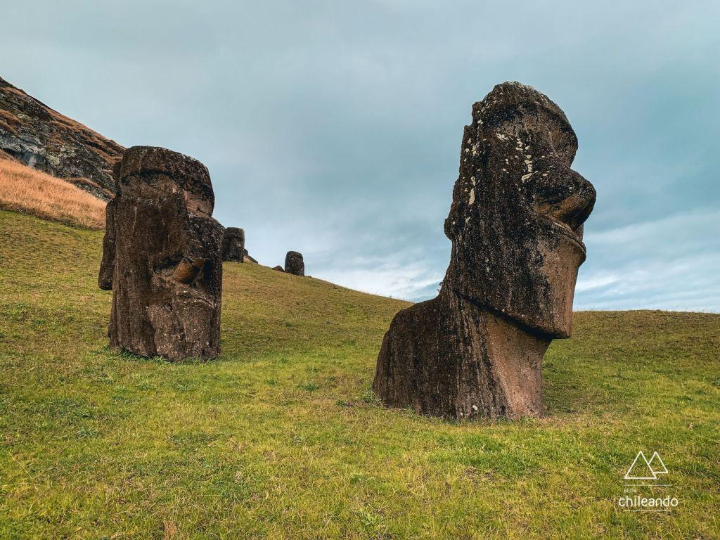 Existem diversas teorias sobre a fabricação e o transporte dos Moai