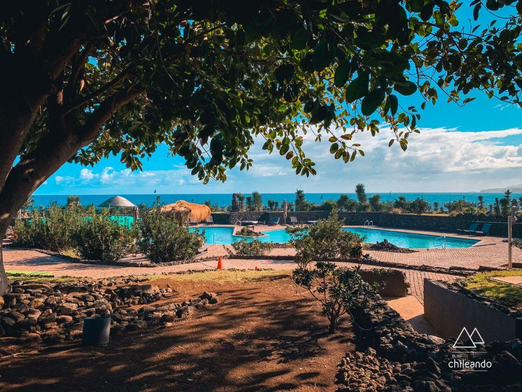 Área de piscina do hotel Hanga Roa