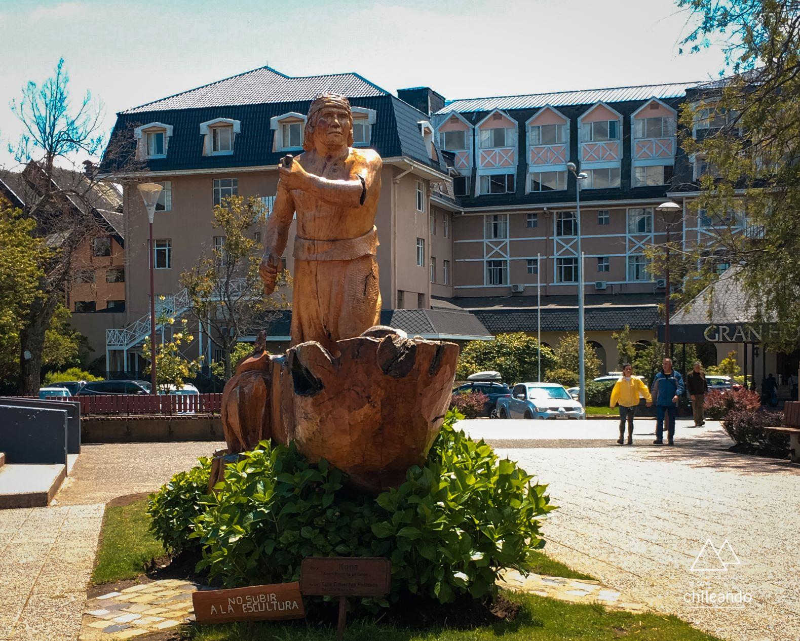 Escultura da Plaza de Armas em Pucón