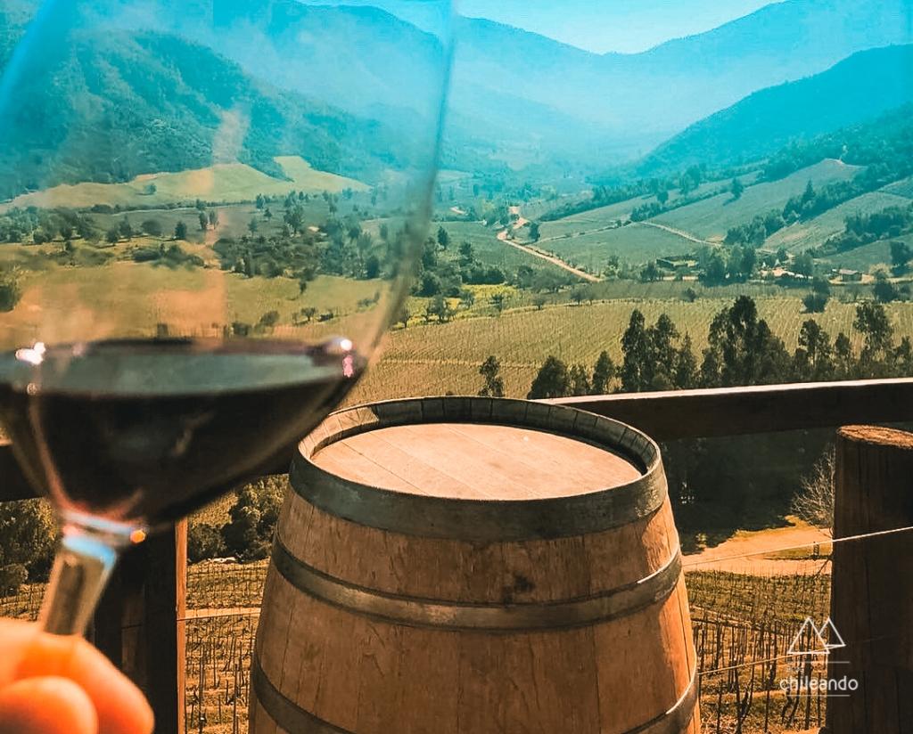 Degustação da vinícola Ventisquero é feita na varanda de um mirante
