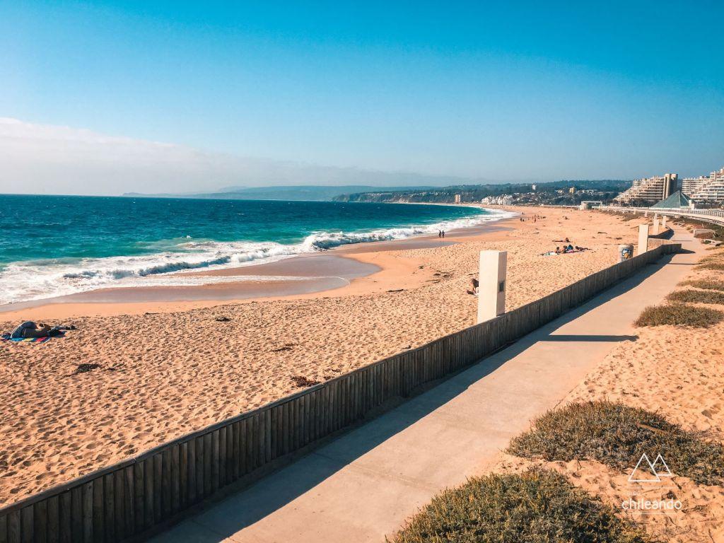 Praia pública de Algarrobo