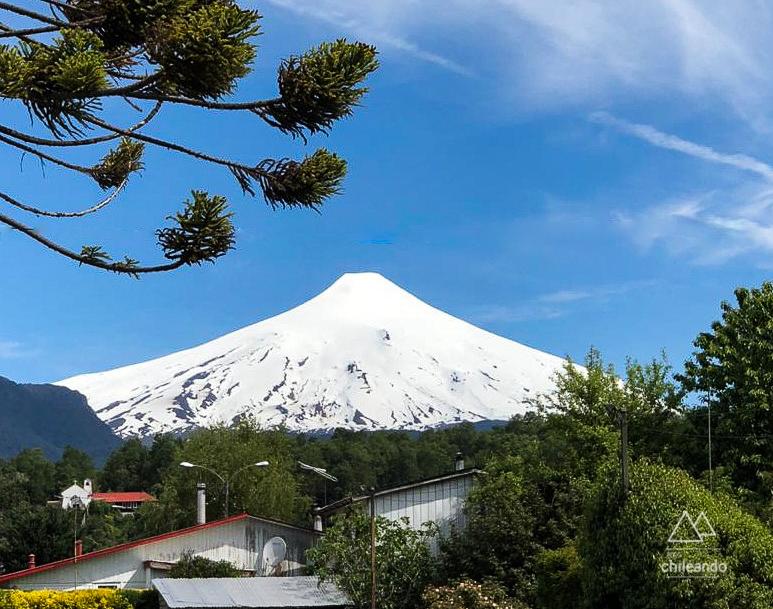 O vulcão Villarrica fica quase imerso na cidade