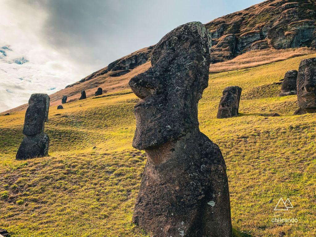 Moai estão concentrados na área do vulcão Rano Raraku, onde eram esculpidos
