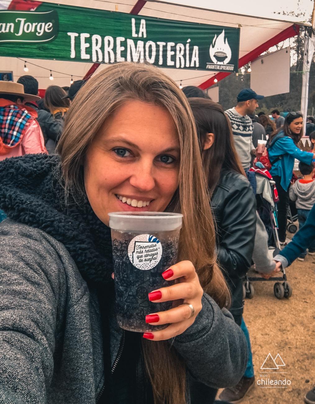 Provando Piscola durante as Festas Pátrias chilenas