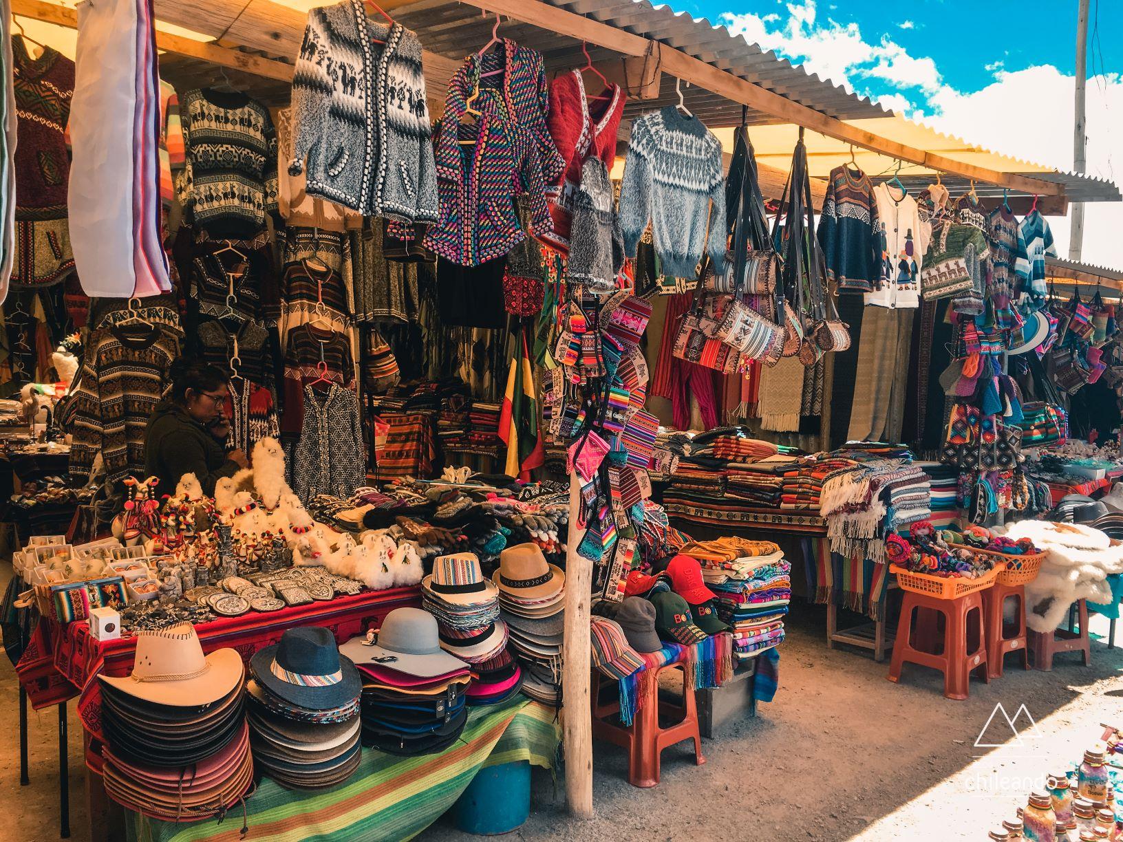Feira de artesanatos bolivianos, em Uyuni