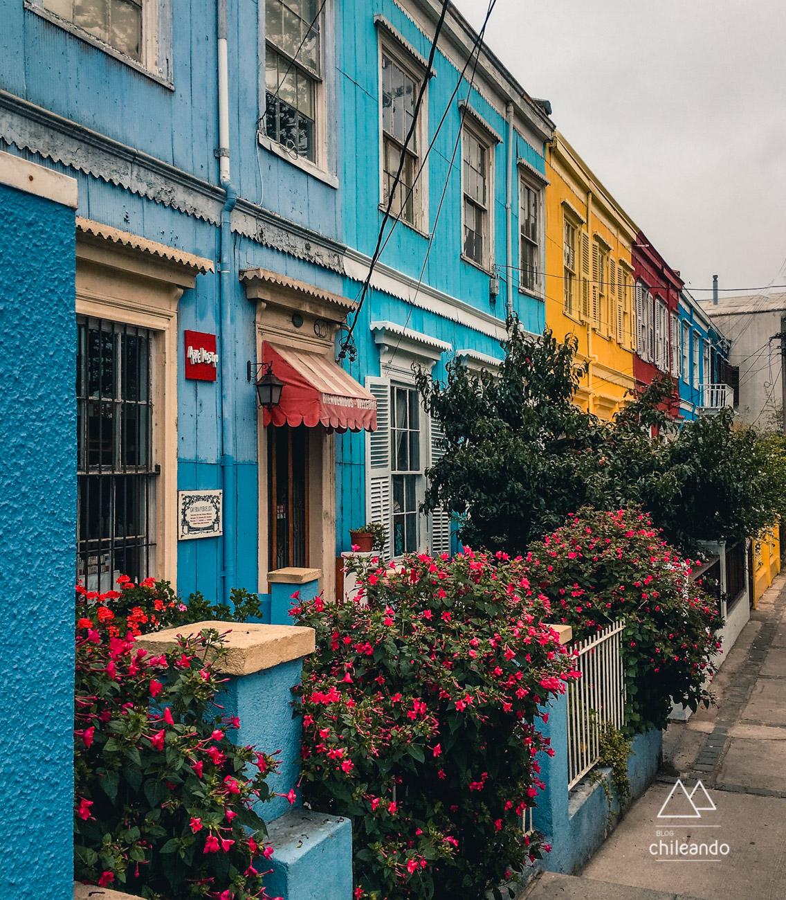 Uma das charmosas vilas coloridas de Valparaíso