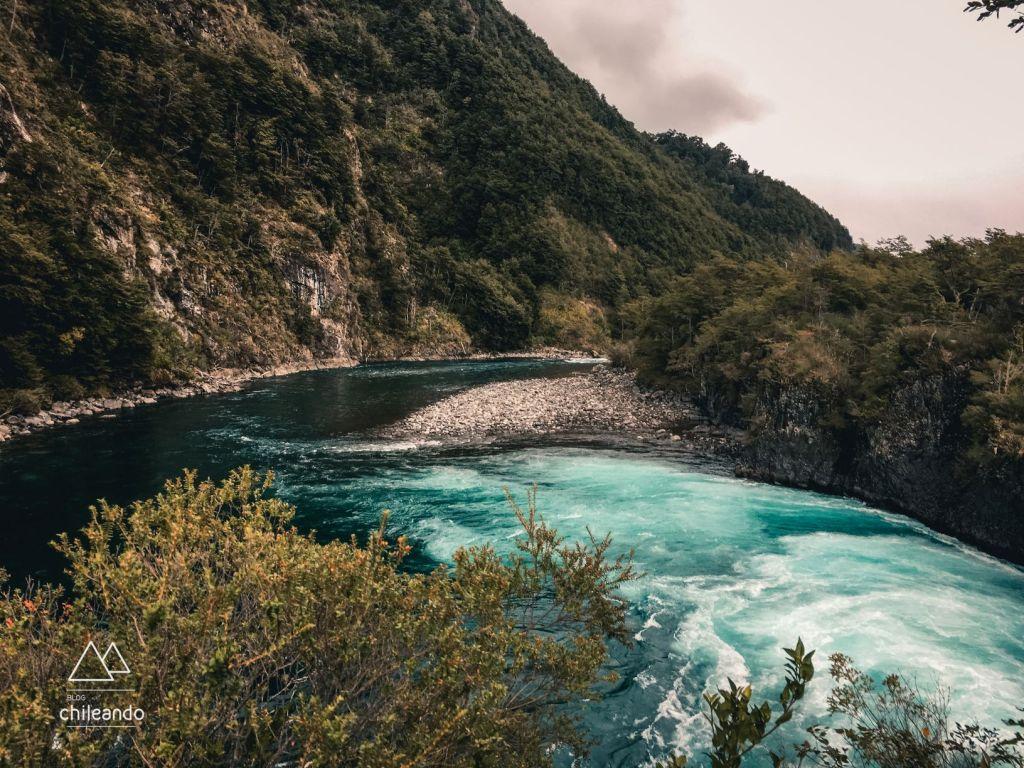 O azul impressionante do rio Petrohué
