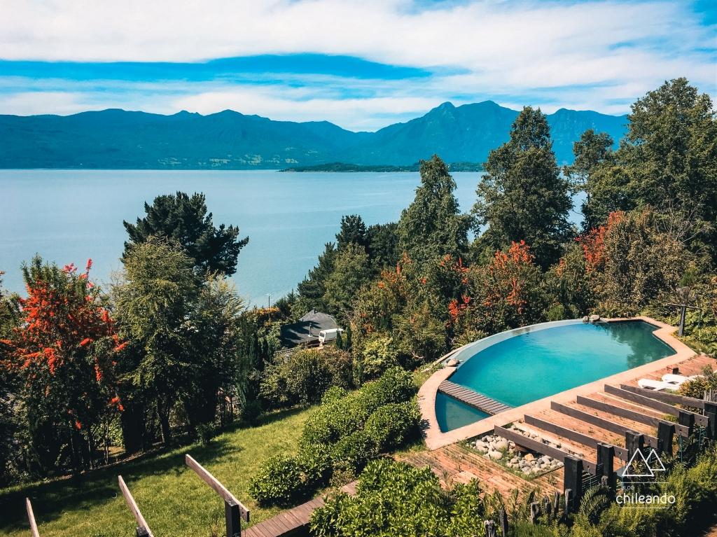 Sacada com vista para o lago Villarrica