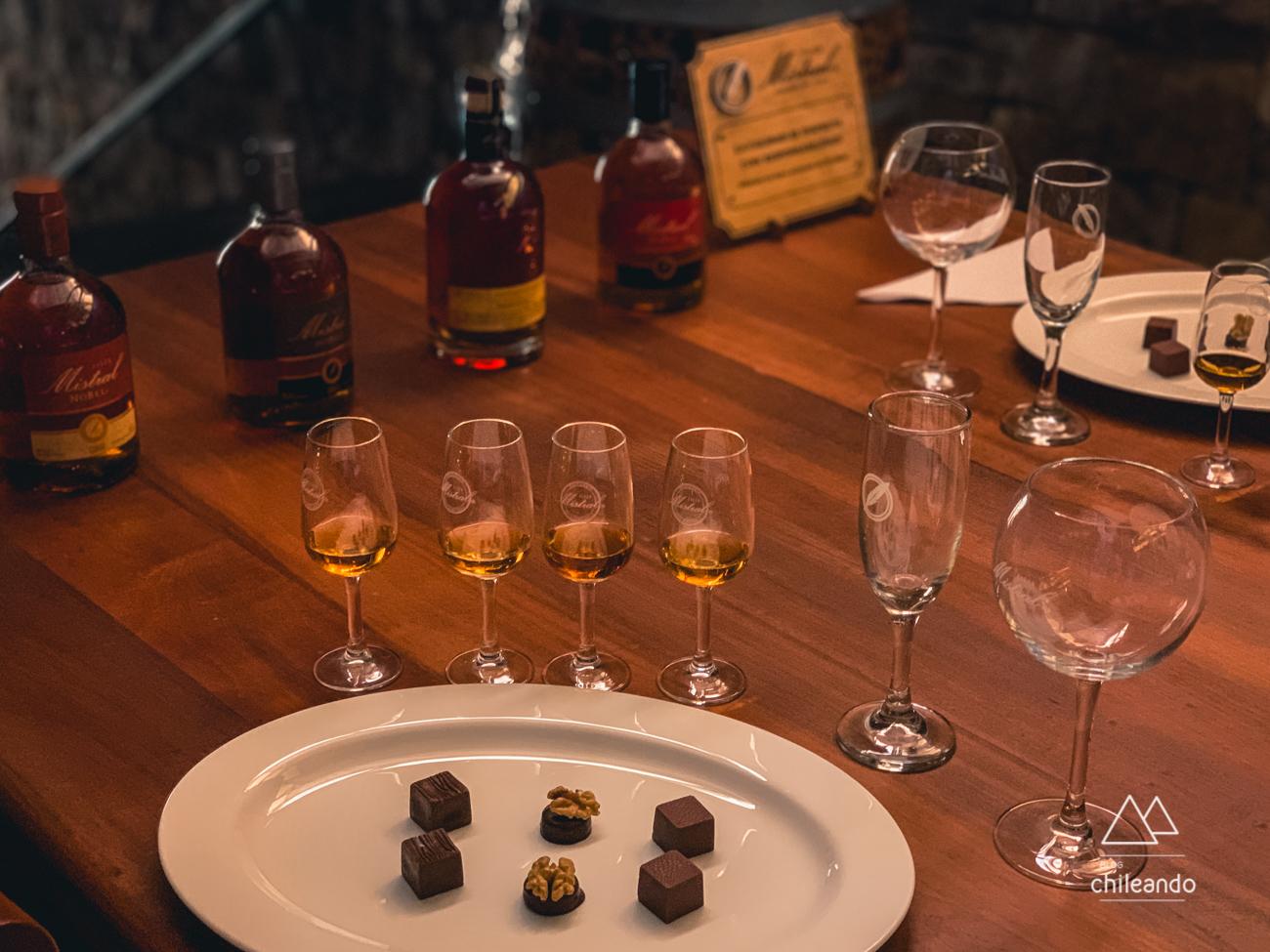 Degustação de pisco com chocolate na destilaria Mistral