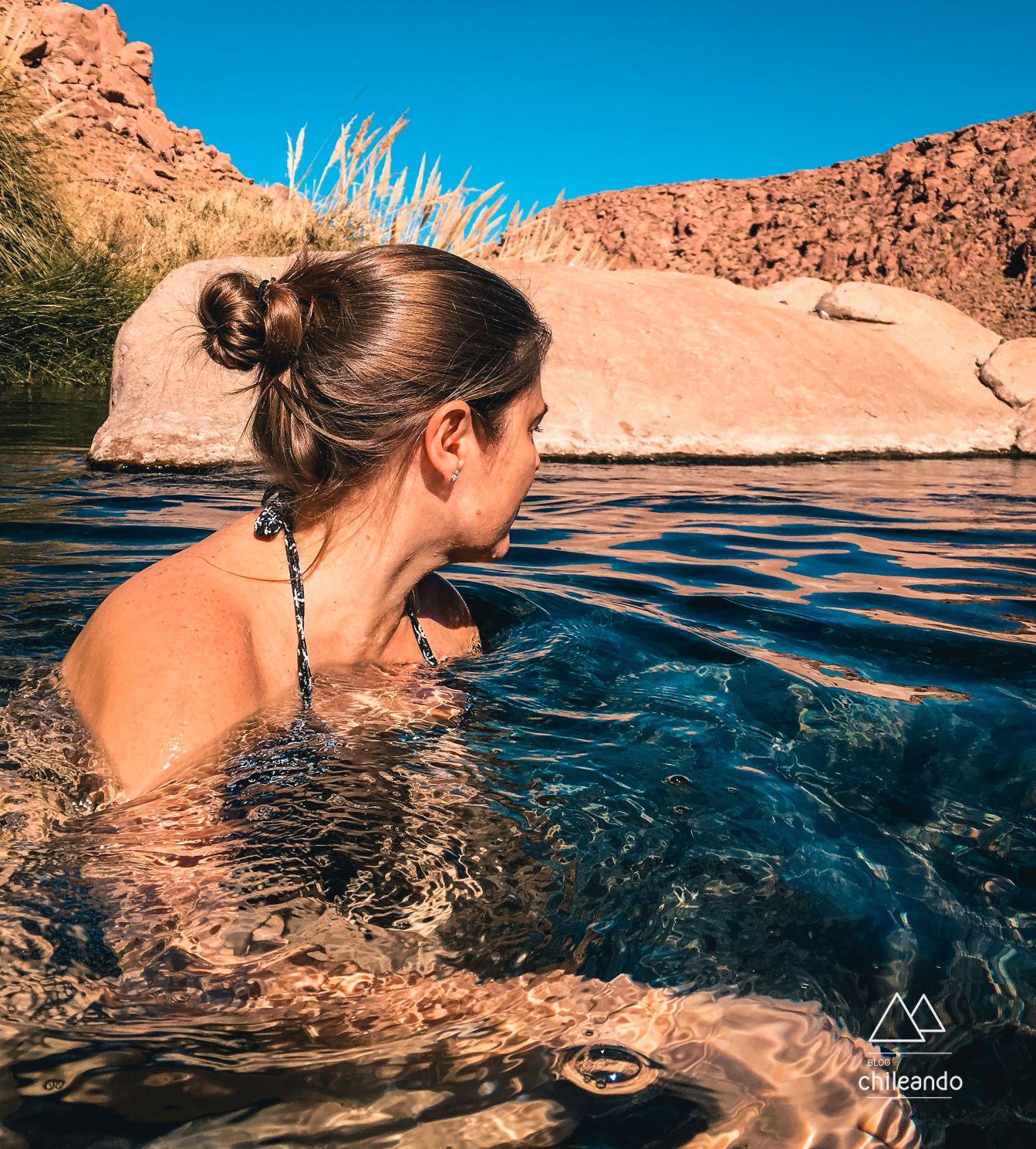 Relaxando nas águas quentinhas das termas de Puritama