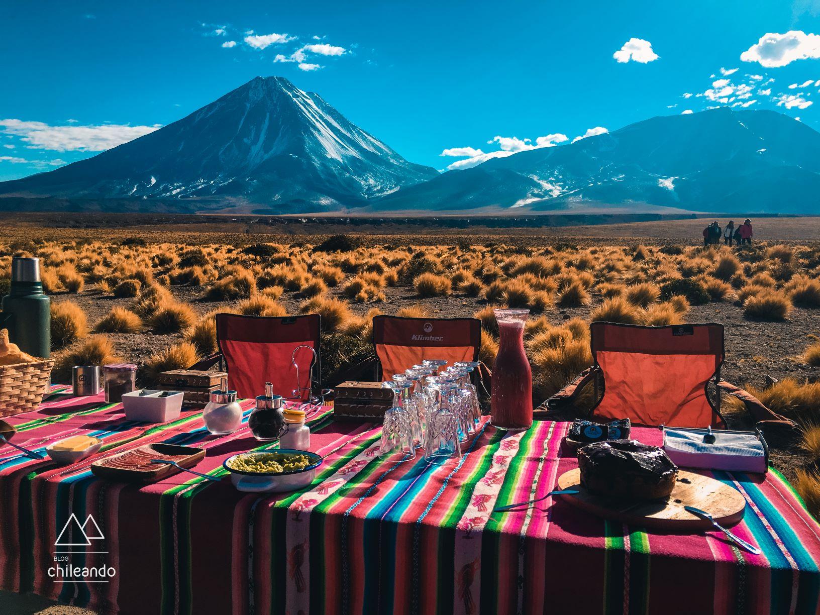 Café da manhã com vista para o vulcão