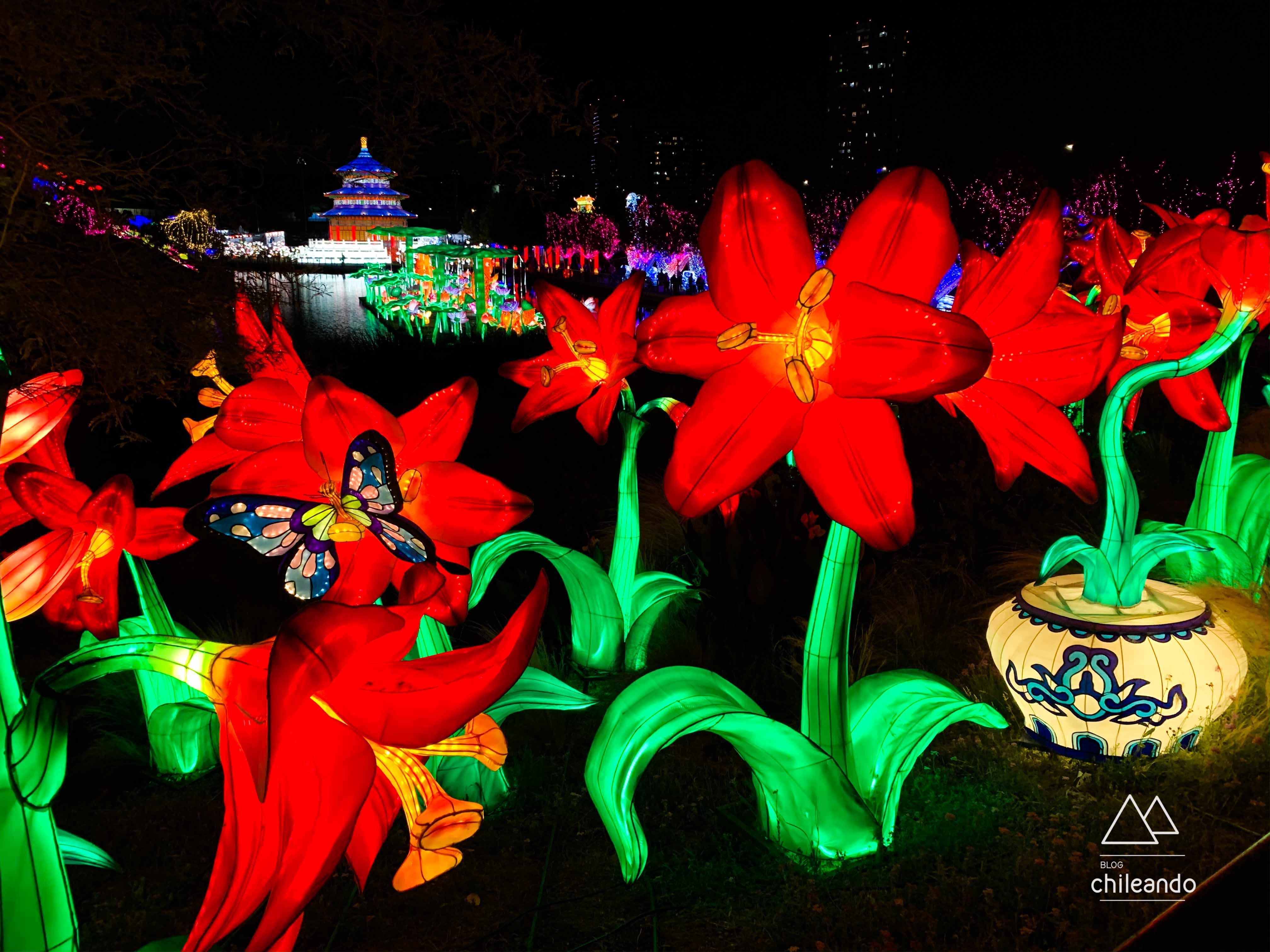 Cores e luzes encantam ao público no Parque de la Familia